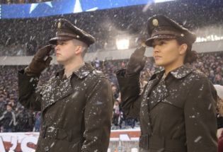 美国陆军将换发新军服