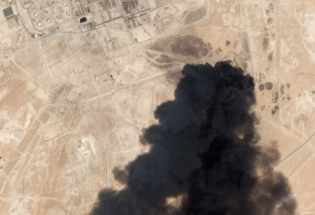 """十架无人机冲向沙特油田,""""堪比珍珠港""""!"""