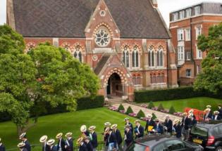 英国教育:哈罗公学搬上网 贵族学校在家上