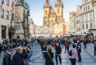 城市过度观光 居民不堪重负该怎么办?
