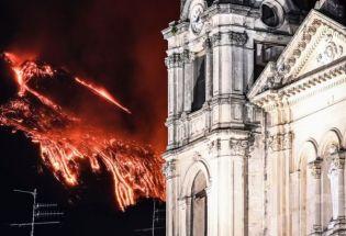 意大利埃特纳火山喷发 岩浆冲天 夜空似烈焰燃烧
