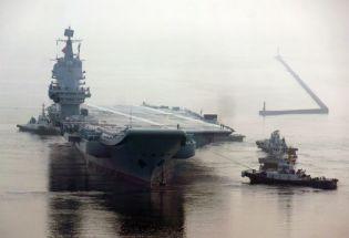 中国第一艘国产航母服役