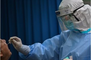 """肺炎疫情:武汉核酸检测""""十天大会战"""",检测能力和实际意义遭质疑"""