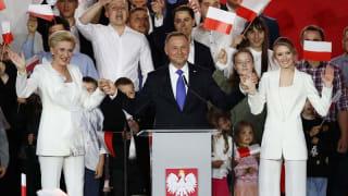 波兰总统杜达以微弱优势赢得连任