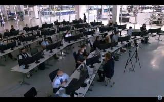 SpaceX首次载人航天任务圆满闭环,龙飞船海面溅落