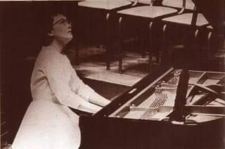"""被历史遗忘的""""钢琴诗人""""顾圣婴:30岁与母亲、弟弟一起自杀,死后骨灰未存"""