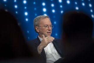 Google前CEO:社交媒体是蠢货放大器