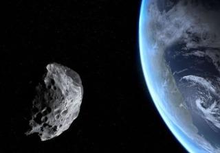 """比人造卫星还低:一颗突然出现的小行星将""""超低空""""掠过我们头顶"""