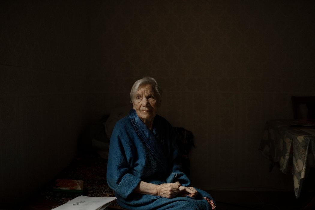 """现年93岁的安东宁娜·诺沃萨德曾在科雷马劳改营服刑十年。她说,""""斯大林曾是上帝。"""""""