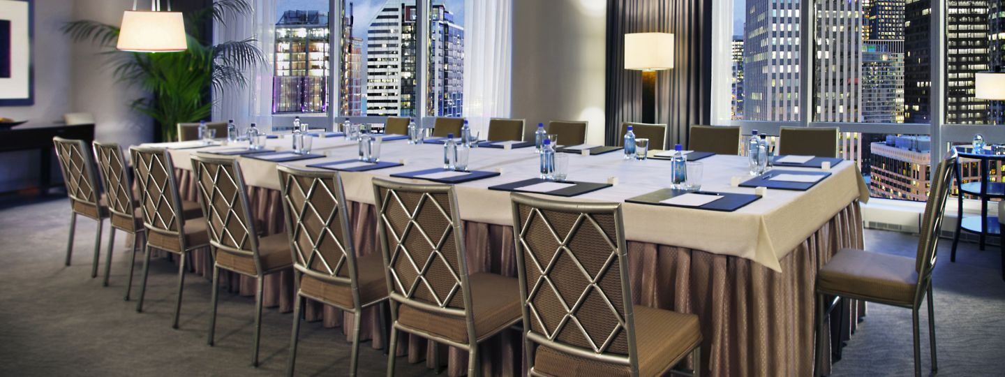 Chicago Meeting Room & Table