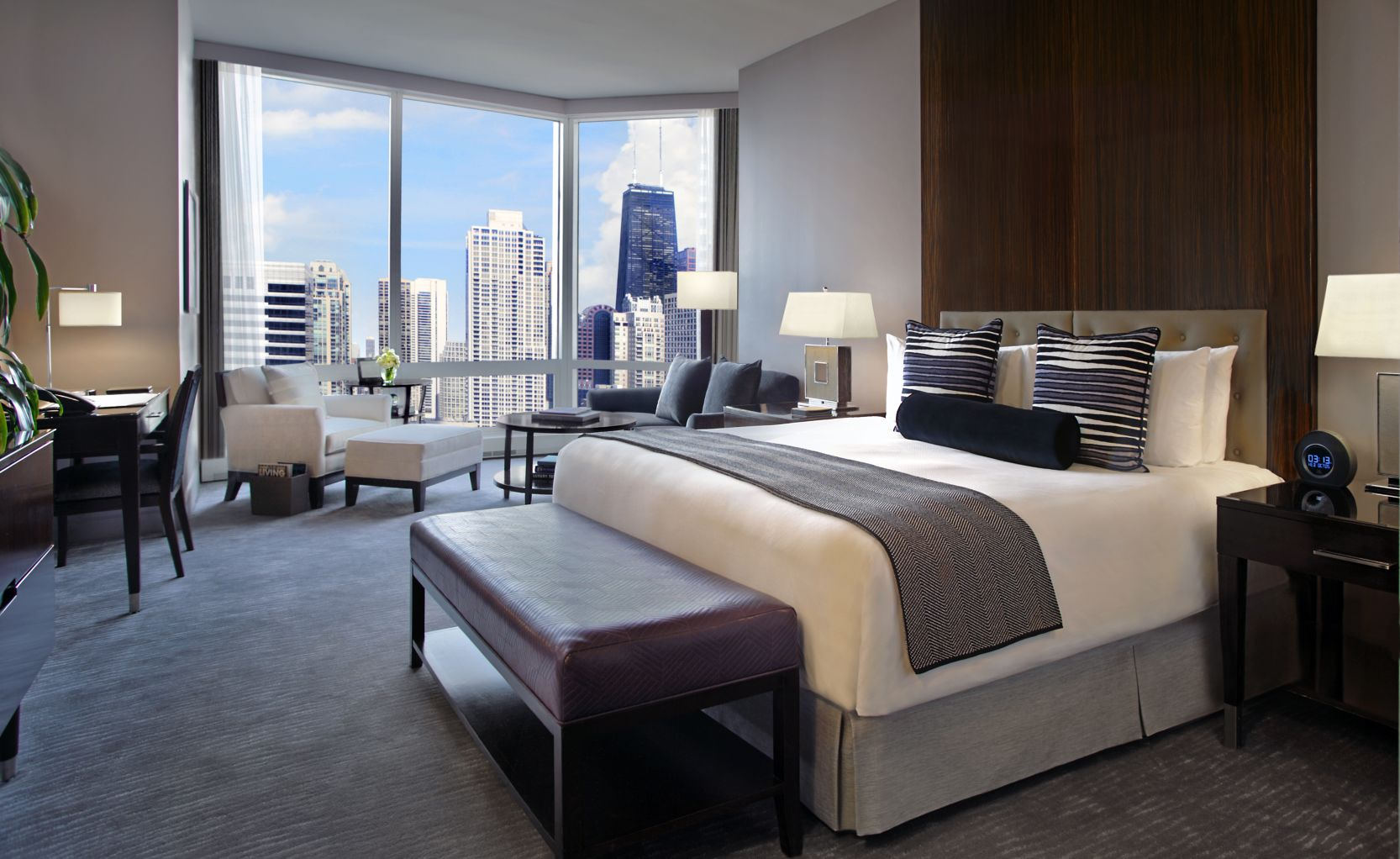 Downtown chicago hotels trump hotel chicago luxury for Small luxury hotels chicago