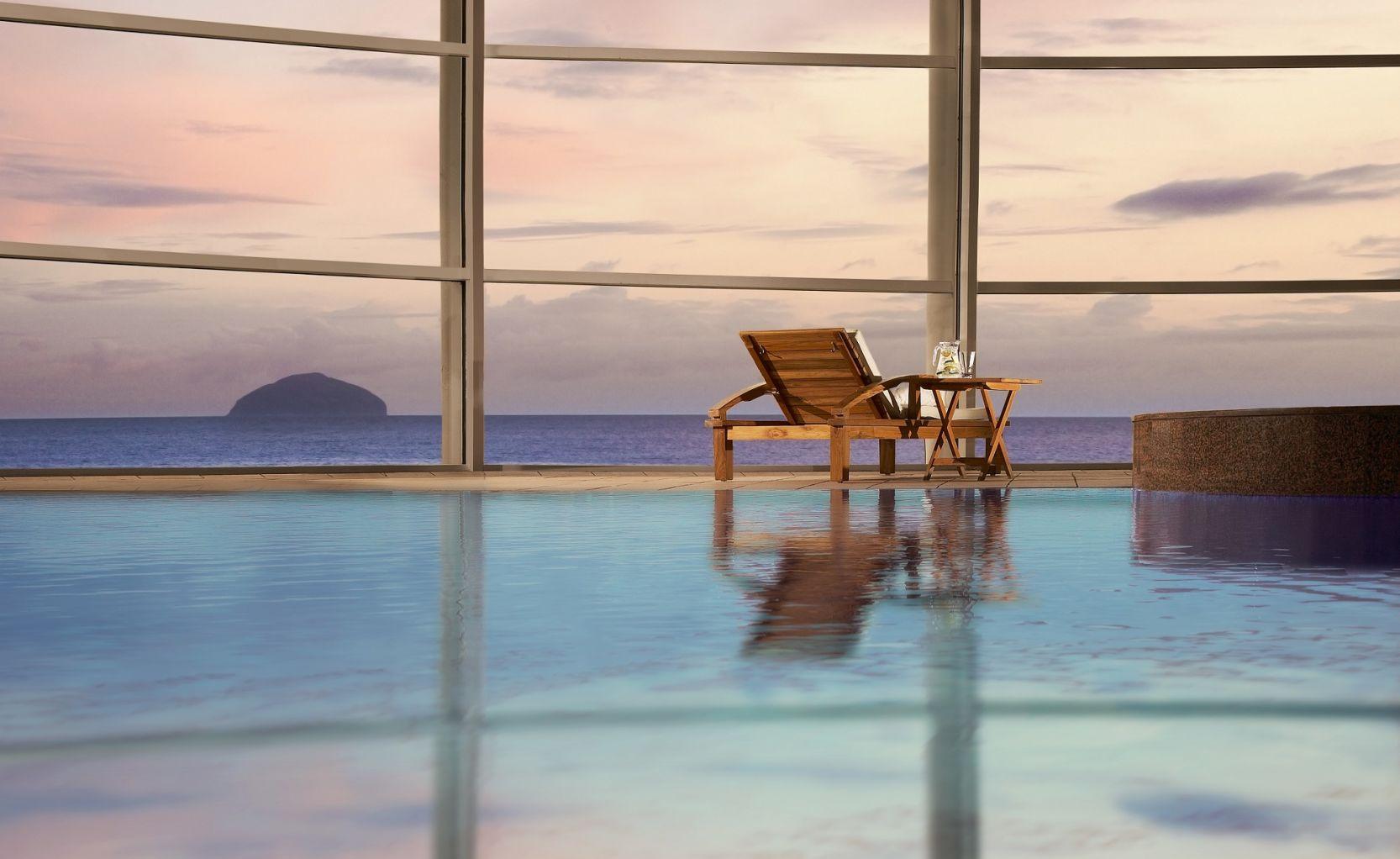 Trump turnberry pool overlooking ocean