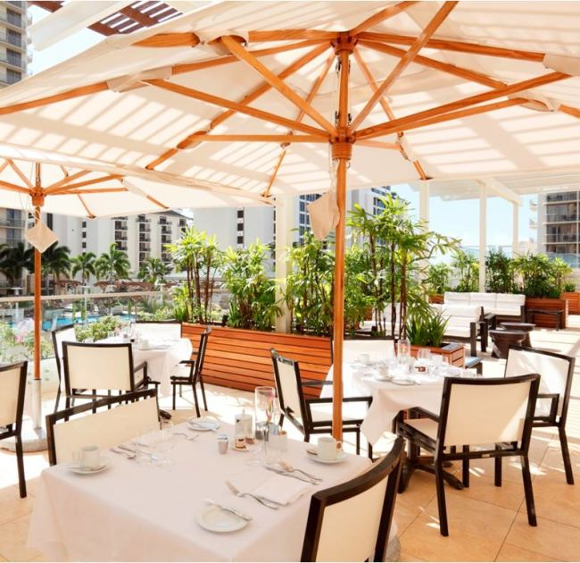 Outdoor Dining Tables with Umbrellas