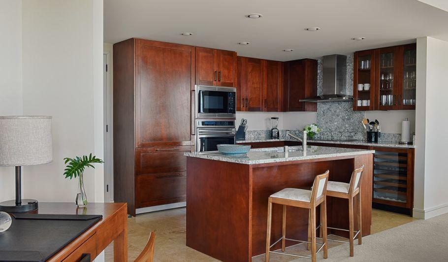 Waikiki Suite Kitchen with Desk