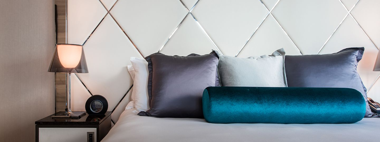 Vancouver Bed Headboard with Pillows