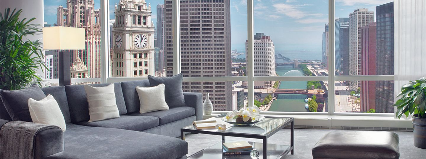 Chicago Suite Overlooking River View