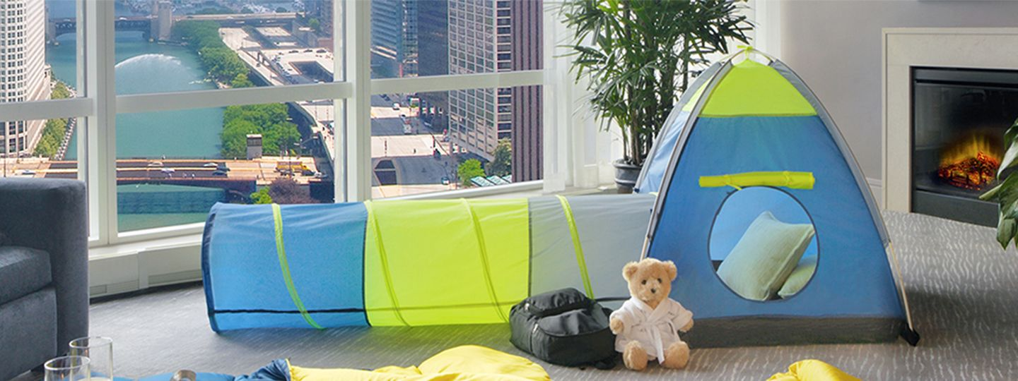 Chicago Suite with a Tent and a Teddy Bear with River View