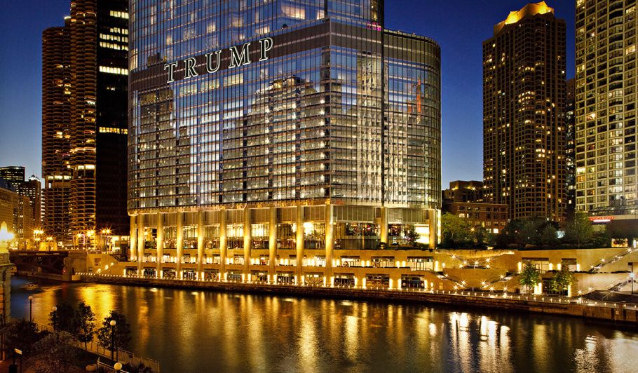 Trump Chicago Exterior at night with River