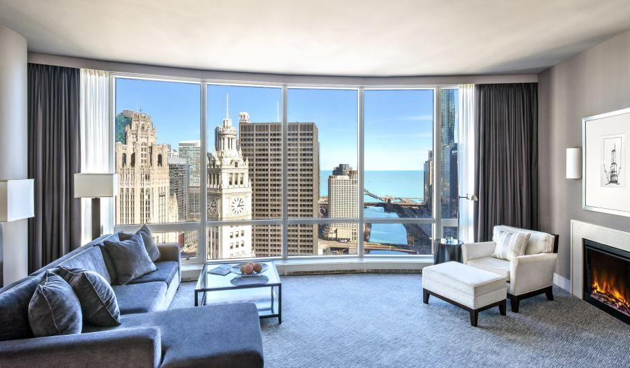 Spacious Hotel Suite with Chicago River View