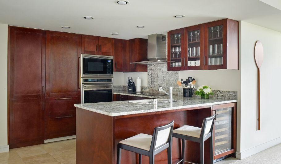 Waikiki Deluxe Suite Kitchen