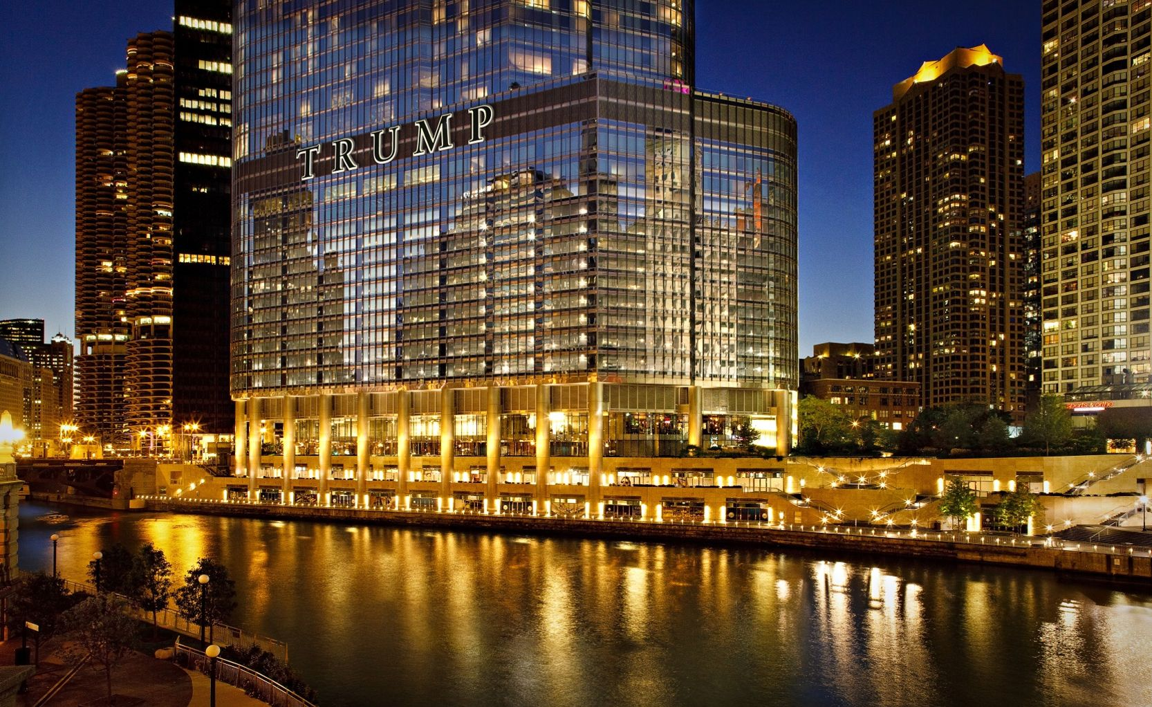 Trump Chicago Exterior