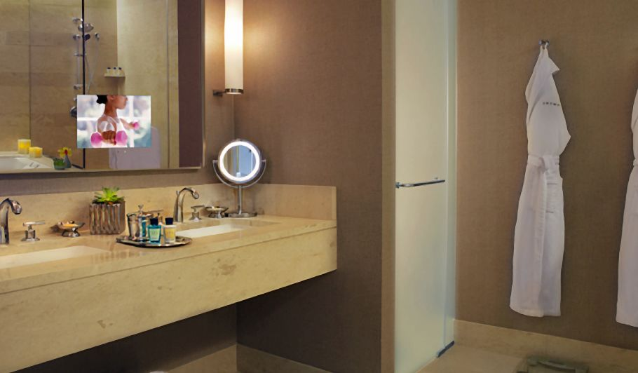 Luxury Hotel Bathroom & Robe