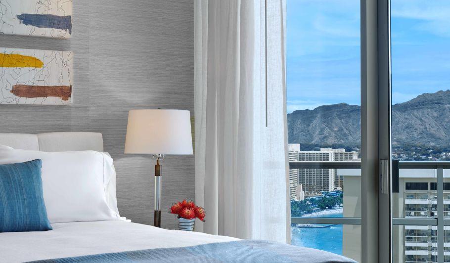 Luxury Hotel Bed & Ocean Views