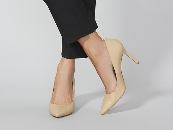 womens-beige-pumps