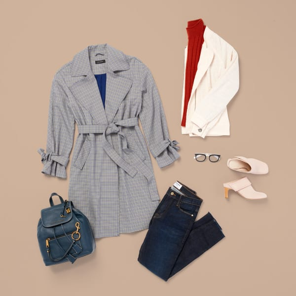 Women's trench coat and skinny jeans for fall