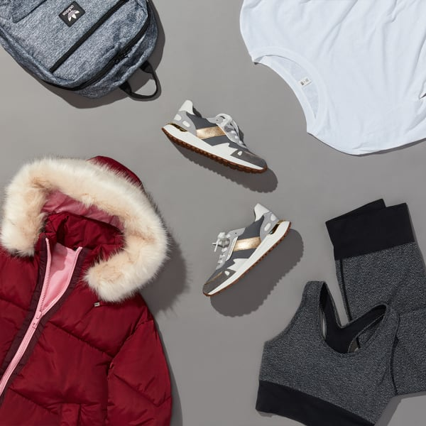 Women's sporty puffer jacket outfit