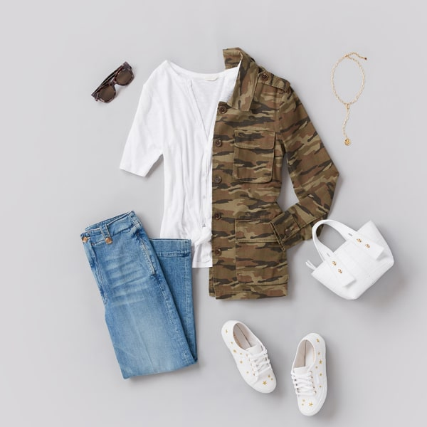 Casual T-shirt and jeans outfit with sneakers