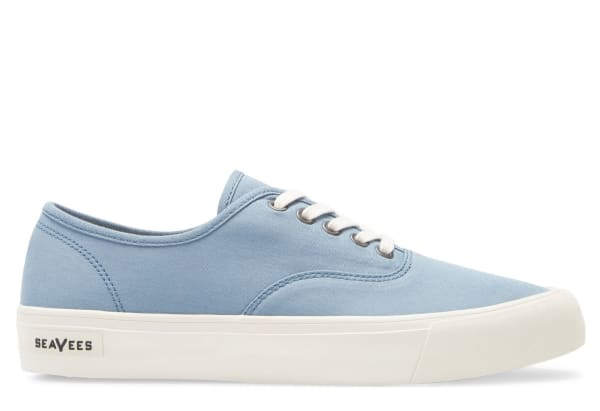 mens_canvas-shoes_seavees-legend-standard-sneaker