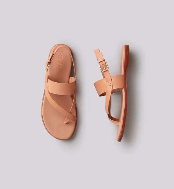 Sustainable-capsule-wardrobe Womens Flat-sandals