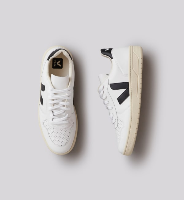 Sustainable-capsule-wardrobe Mens Sleek-white-sneakers