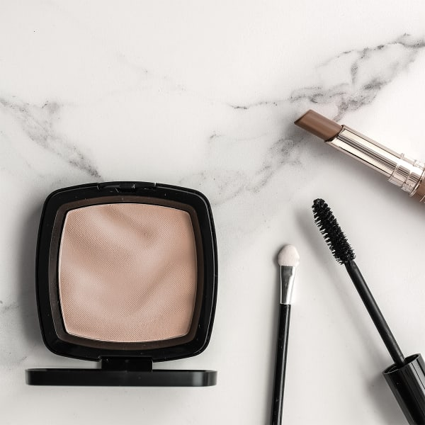 light natural makeup