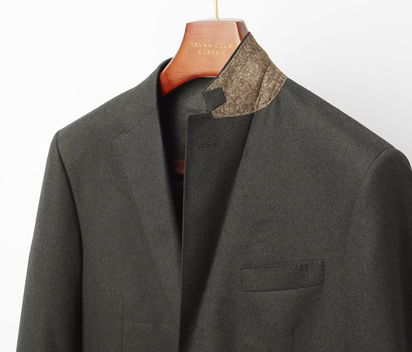 Felt undercollar in contrasting color adds style and structure