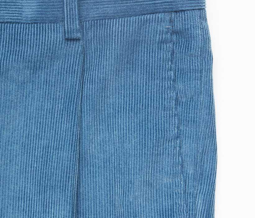 Single-pleat construction with slant pockets