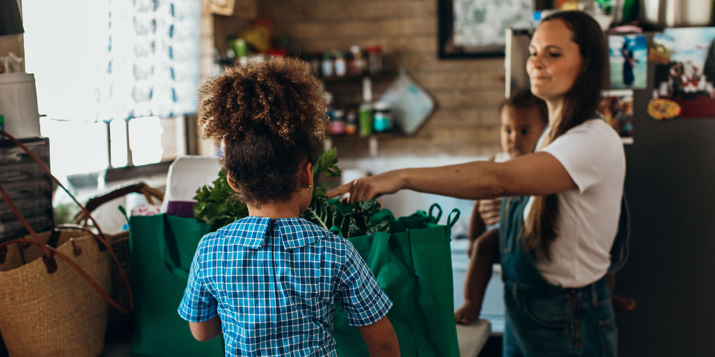 Sustainability tips: A woman buying groceries locally
