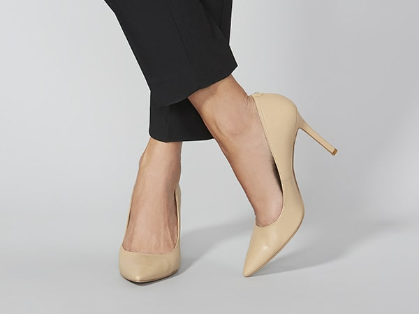 womens-beige-pumps