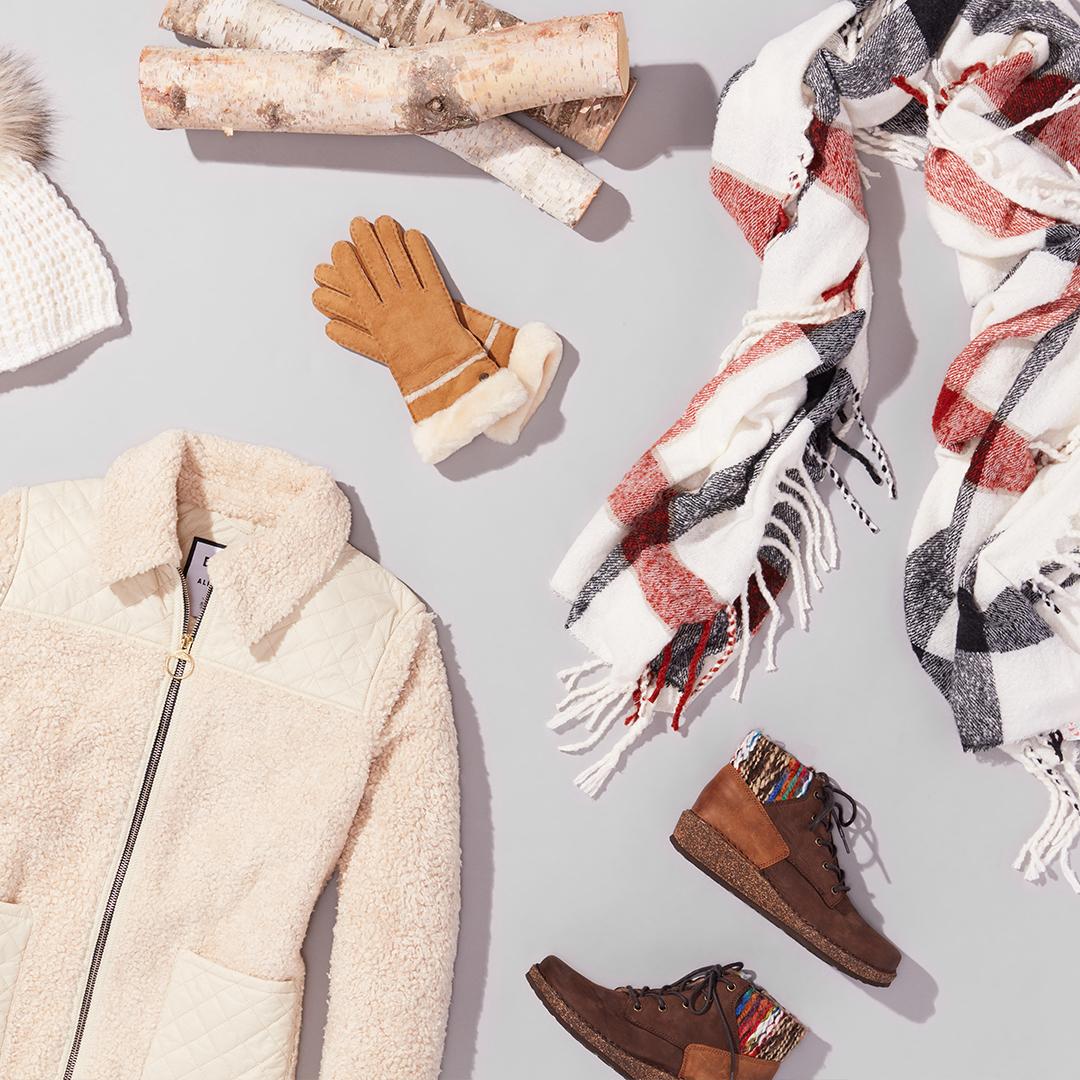 Women's off-white fleece with gloves