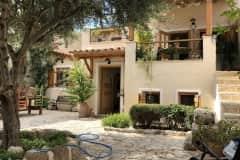 House sit in Kórinthos, Greece