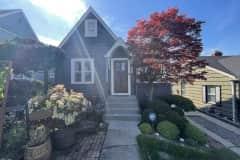 House sit in West Seattle, WA, US