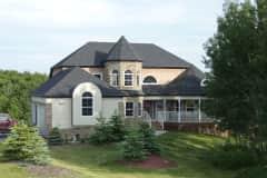 House sit in De Winton, AB, Canada