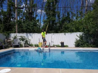 Fabien is used to taking care of swimming pools and he always does it very well!