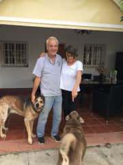Katie&Barry Carter, my first job as a pet and Housesitting in a beautyfull, little orange Plantation.