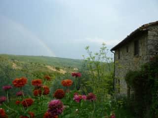 Tuscan farmhouse sit