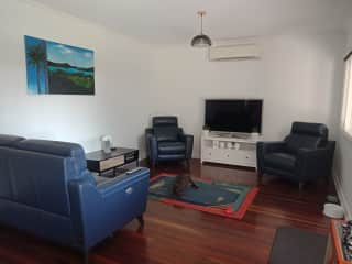 Beach cottage, aircon, leather recliner sofa