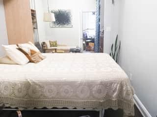 Queen size bed / Luxury firm mattress