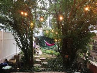 Backyard : cozy garden with hammock