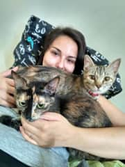 Anna plus Nutka and Melodia (2 cats)